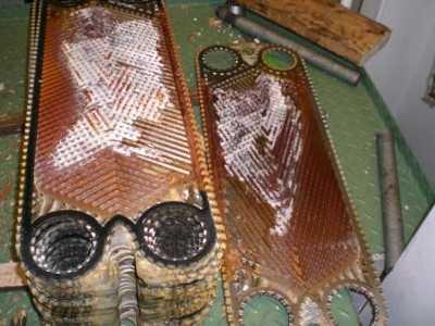plaques d'échangeur de chaleur calcifiées